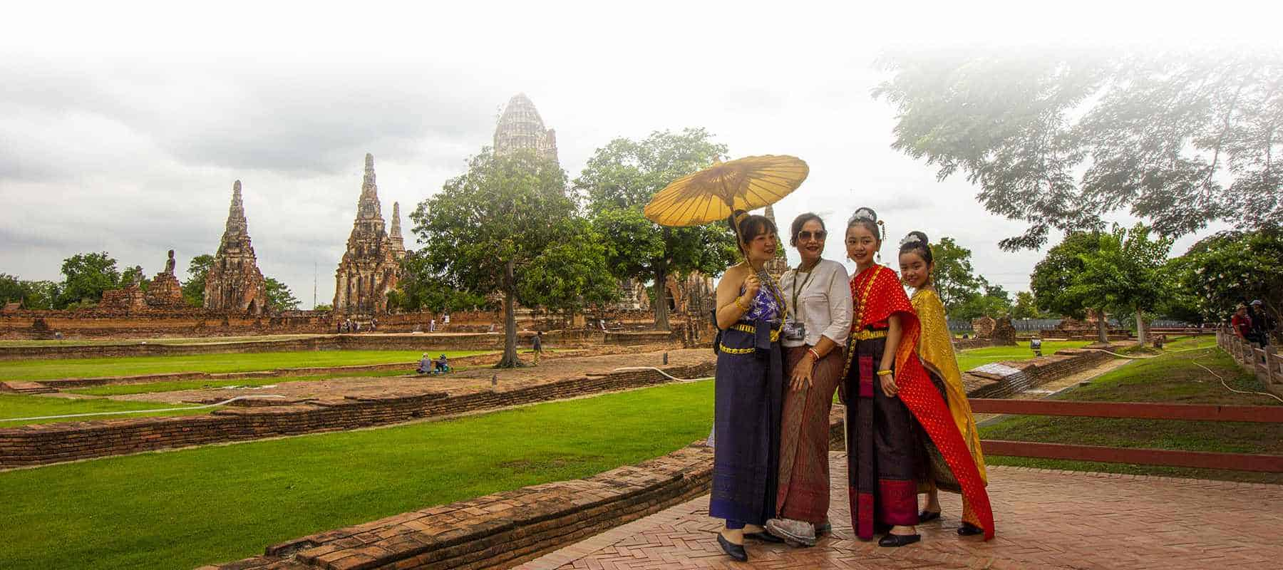 ayutthaya temple dress style